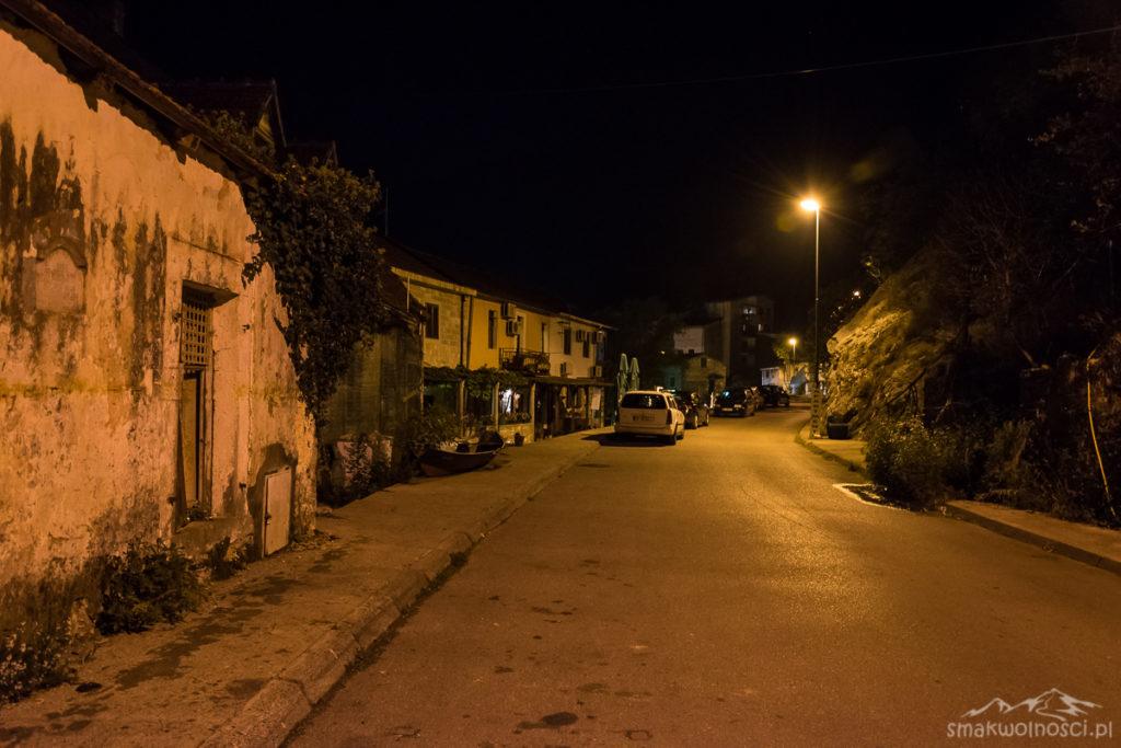 uliczki w Rijeka Crnojevica
