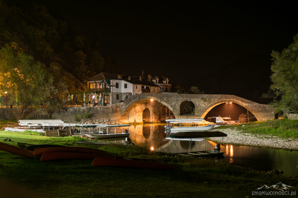 Rijeka Crnojevica w nocy